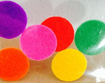 Felt pads for aromatherapy necklaces