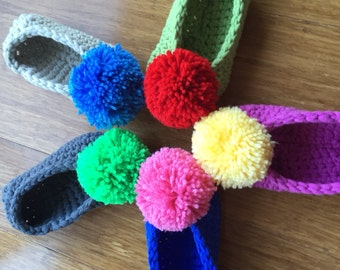 Pompom crochet slippers