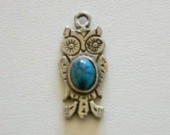 Silver Tone Owl Turquoise Stone Look Charm Pendant Necklace