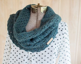 Rosemary Cowl // Green // Crocheted