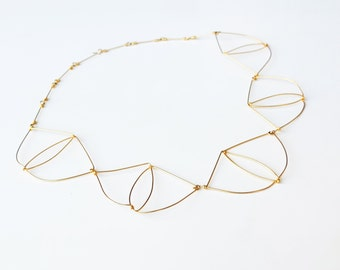 Gold platted necklace. Offered Delivery.