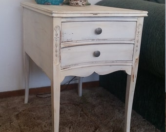 Vintage nightstand/end table