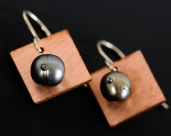 square with pearls
