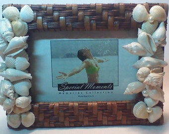 Sea Shell Embellished Wicker Picture Frame