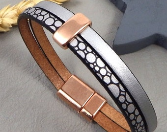 Silver and black leather bracelet with pearl and golden flashed clasp