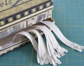 """Zipper #3 ivory off white 14"""" 36 cm bottom closed nylon Package 10 Bulk"""