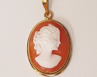 18K Yellow Gold Hand Carved Shell Cameo Pendant