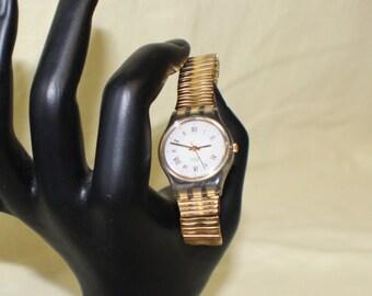 Unusual Swatch Swiss Wrist Watch #227 Gold Flex Metal Band Roman Numerals NO 3 o'clock