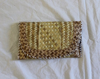 Vintage woven straw clutch!