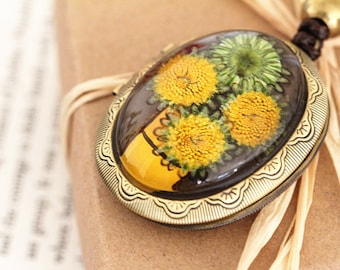 Baby Sunflowers Resin Photo Locket Necklace - Preserved Flowers, Resin Jewelry, Photo Locket, Pendant Necklace