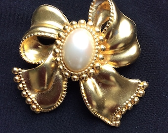 Vintage Large gold colour bow with pearl centre