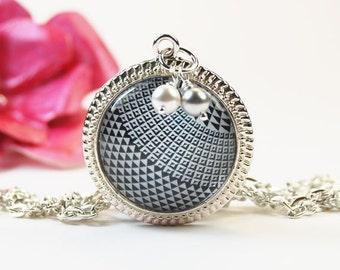 Black & White Checks Round Pendant Necklace