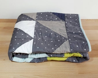 FLASH SALE Charcoal Triangle Baby Boy Crib Quilt with Flannel