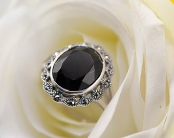Black onyx and marcasite silver ring - Neo Victorian design / Vintage silver ring / Black gemstone ring / Art deco jewelery