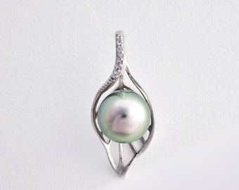 Tahitian Pearl leaf pendant