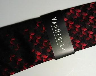 139.  NEW Van Heusen necktie