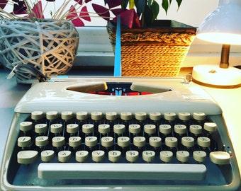 Typewriter Triumph Tippa (1963) - Restored & Restored Case