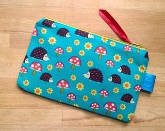 Hedgehog small zip pouch, hedgehog fabric, green, Riley Blake, alternative, makeup bag, cosmetic bag, camera case, gift for her, make up mum