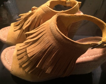 Minnetonka sz 5 leather wedged sandals/sz 5 sandals/boho sandals
