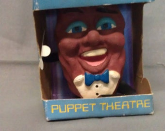 The California Raisin Fingertronic Puppet Theatre