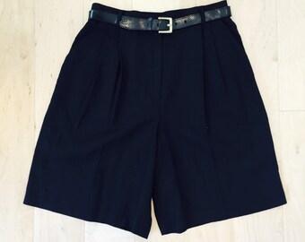 pleated linen 90's high waist shorts - vintage pleated shorts - vintage modern high waist shorts  - women's M