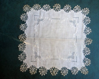 Vintage Delicate Tatted Hankie White on White Embroidery Special Hand Work Pattern