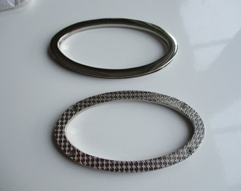 A pair of oval metal purse handles 11.5 x 6.5cm for bag making.