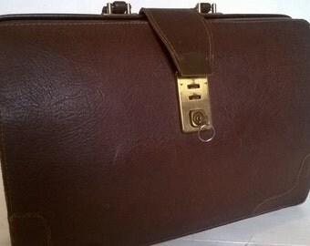 Vintage leather briefcase / attache case, lockable, with key - dark brown