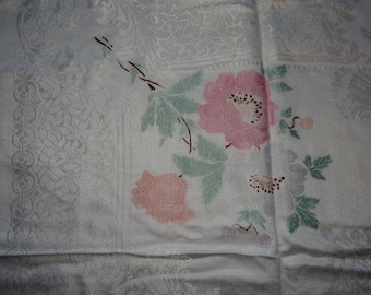 A Lovely Vintage tablecloth , Good condition, shabby chic, tableware.