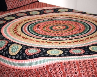 Printed queen sized cotton bed sheet with pillow covers set