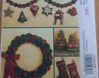 Sewing Pattern Mccall's 6002 Stockings, wreath, tree, ornaments and garland
