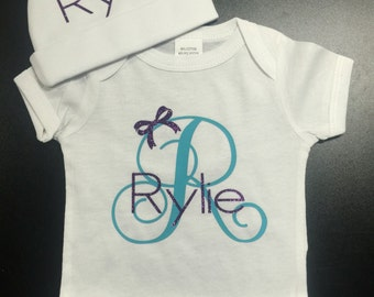 Custom Newborn Bodysuit for girls. Customize own name and colors! Beanie included with first name