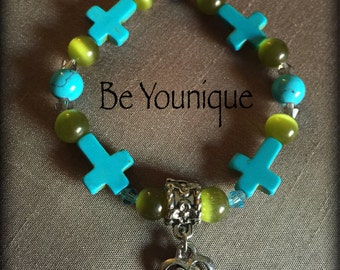Beaded bracelet with turquoise crosses