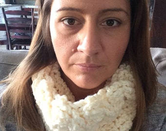 Womens cabled cowl.