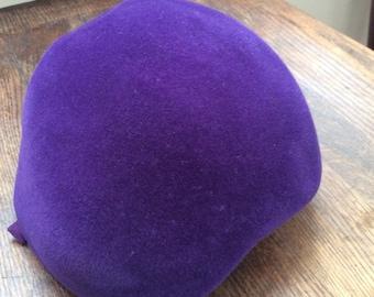 "Women's vintage purple velour hat ""Genuine Velours"""