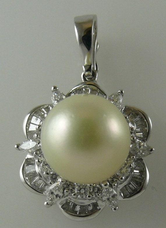 South Sea Creamy White 11.4mm Pearl Pendant 18K W hite Gold & Diamonds 1.20ct