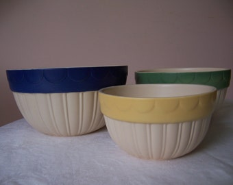 Vintage Set of 3 Ivory Stoneware Mixing Bowls Trimmed in Dark Blue, Green and Gold - New