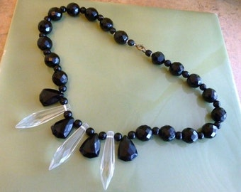 Lovely vintage Art Deco jet black & clear glass necklace