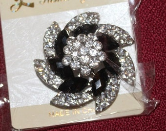 flower swirl brooch black and clear diamante