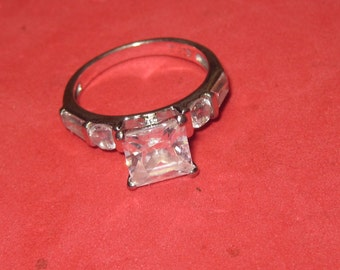 Amazing 925 silver ring White jewels size 6 an 1/4