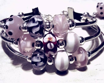 Beautiful Pink Glass Lamp work beaded bracelet