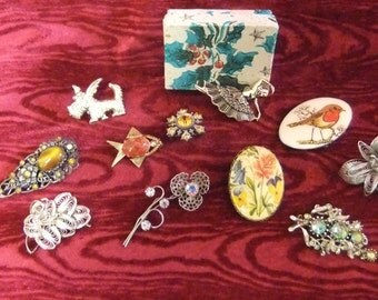 Collection of Vintage Costume Jewellery Brooches