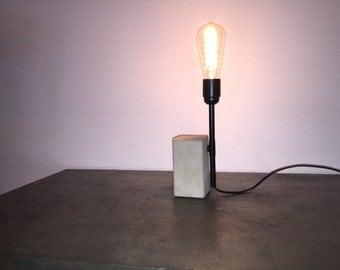 lampe en béton et cuivre modèle brique
