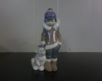 Lladro Porcelain Figurine 5238 Eskimo Boy With Pet Polar Bear