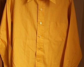 Vintage Van Heusen 417 Men's Long-sleeved dress shirt, c. 1970 - Gold - size 15/33