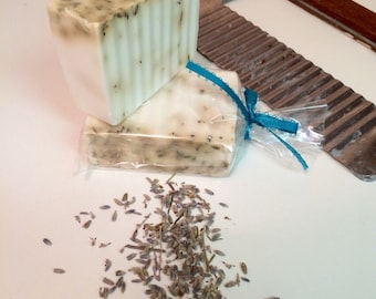 Cold proses soap, shea butter soap with lavender esencial oil and lavender flowers.