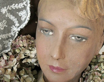 💖 RARITY! A beautiful, ancient showcase - dolls head - mannequin 💖