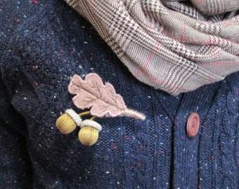 Autumn brooch with acorns