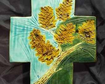 MHC314 Cross with pine cones