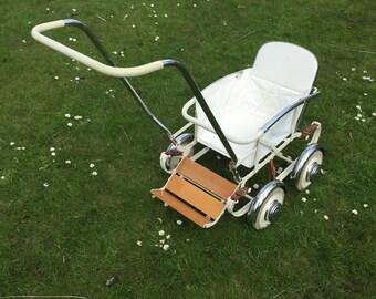 Antique/vintage pram or stroller. Antique stroller. 1958 yards, Meppel.